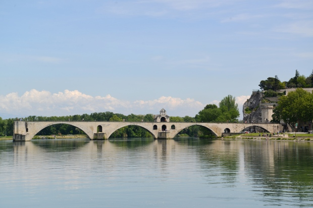 Le Pont d'Avignon in real life.