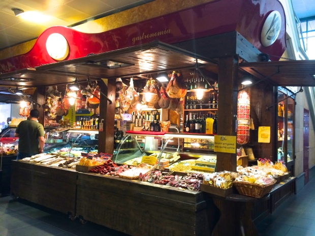 There were even meat and cheese stands in the Bologna airport.